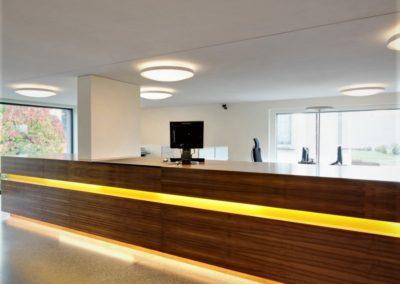Referenz Raiffeisen Bank Kundendesk ¦ Kundenempfang – Hüppi Schreinerei GmbH ¦ Gommiswald
